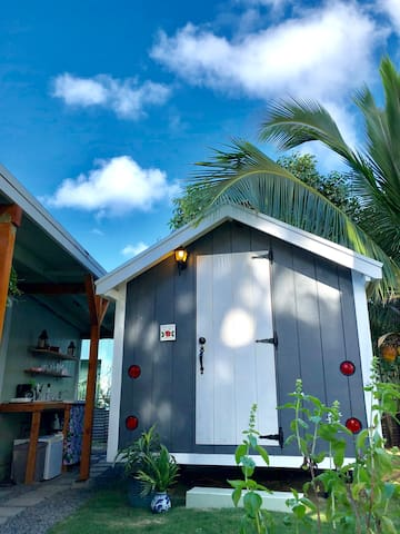 **Tropical Tiny Home*Steps to the Ocean&Park**