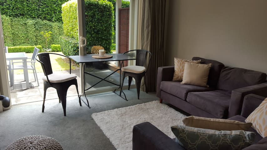 Stylish, private and comfortable. - Tauranga - Huis