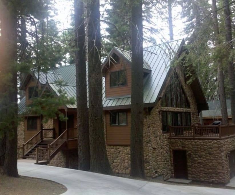 The Oso Lodge...The Perfect setting for your group's vacation or getaway!