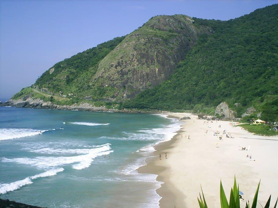 Linda vista da Prainha. Outra praia próxima ao prédio (5 minutos de carro), com preservação ambiental. Imperdível.