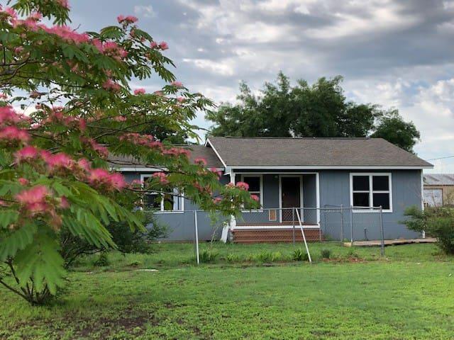 Cibolo Creek Country Cottage