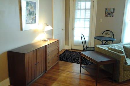 Short North Neat/Clean Apartment - Columbus - Apartment