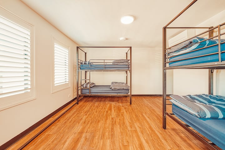 Quad Room in the Heart of Byron