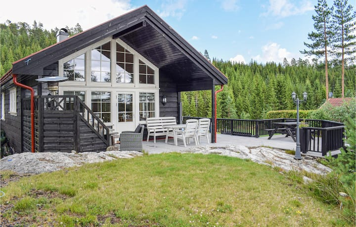 Beautiful home in Vegårshei with 5 Bedrooms