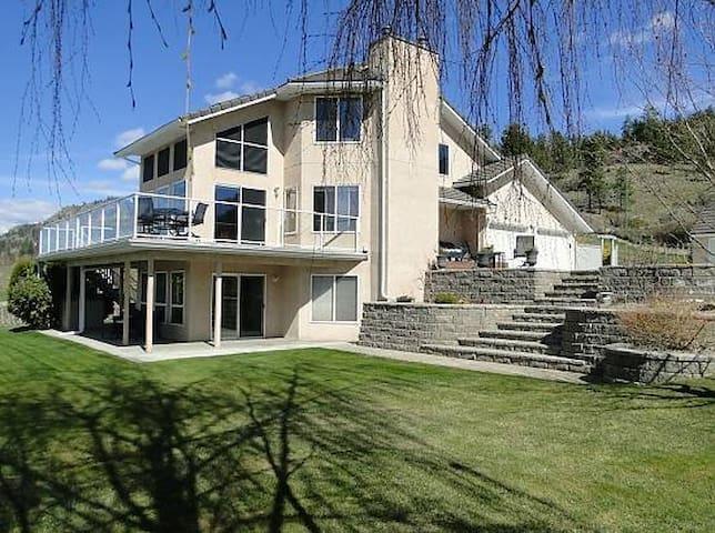 Lakeview Naramata Orchard Retreat - Naramata - House