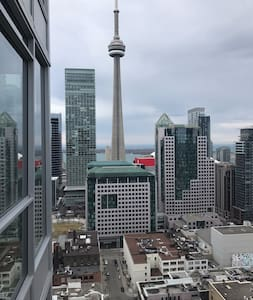 Modern Downtown Master Bedroom w/ Private Bathroom - Toronto - Wohnung