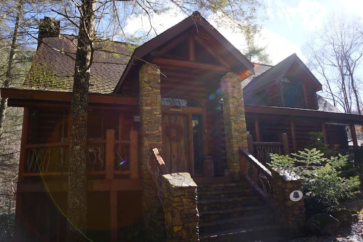 """Shadow's Creek"" A Luxury Log Cabin - Cashiers - Huis"