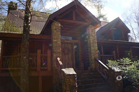 """Shadow's Creek"" A Luxury Log Cabin - Cashiers - บ้าน"