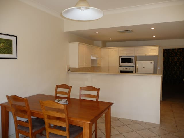Villa on Louisa close to Hutt St.   - Adelaide - Appartement