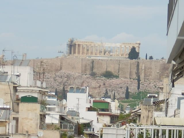 Room close to center of Athens - Atenas - Bed & Breakfast