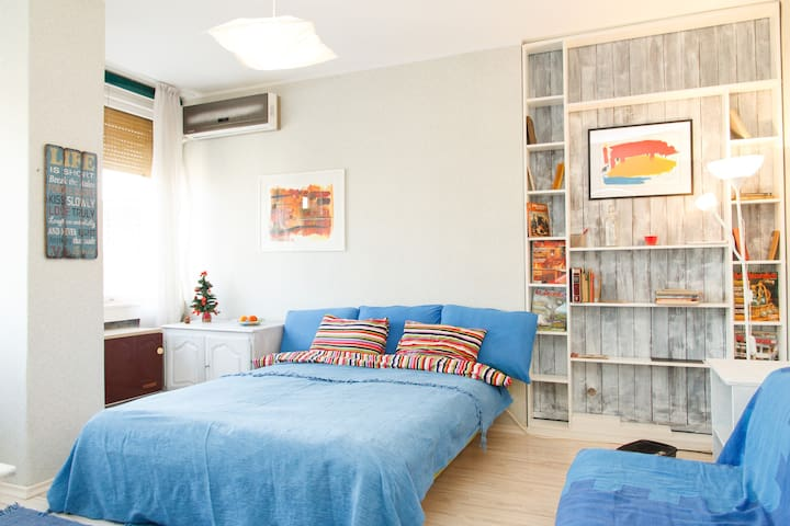 Republic square apartment + parking - Belgrad - Huoneisto