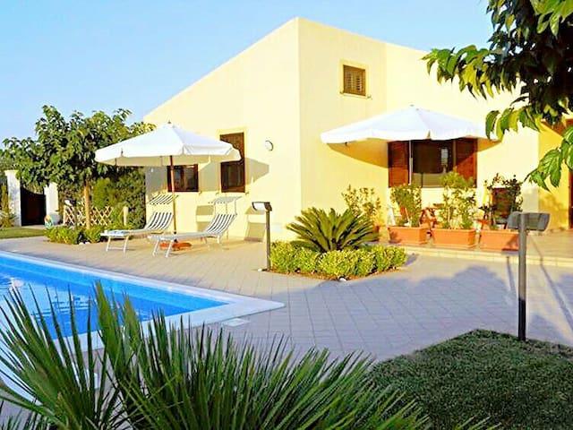 Villa Virginia: Piscina - Mare - Relax - - Menfi - Villa