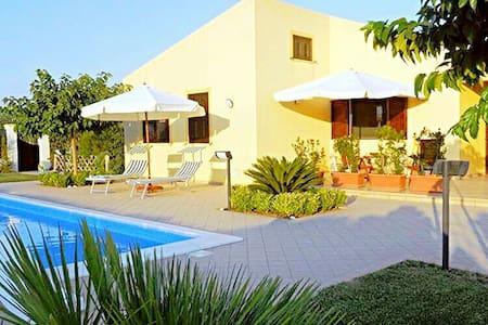 Villa Virginia: Piscina - Mare - Relax - - Menfi