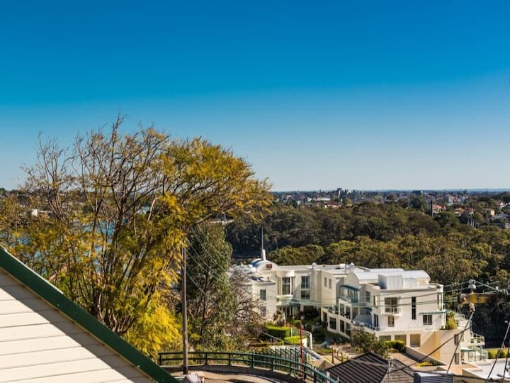 Beautiful home near Sydney harbour, city and train
