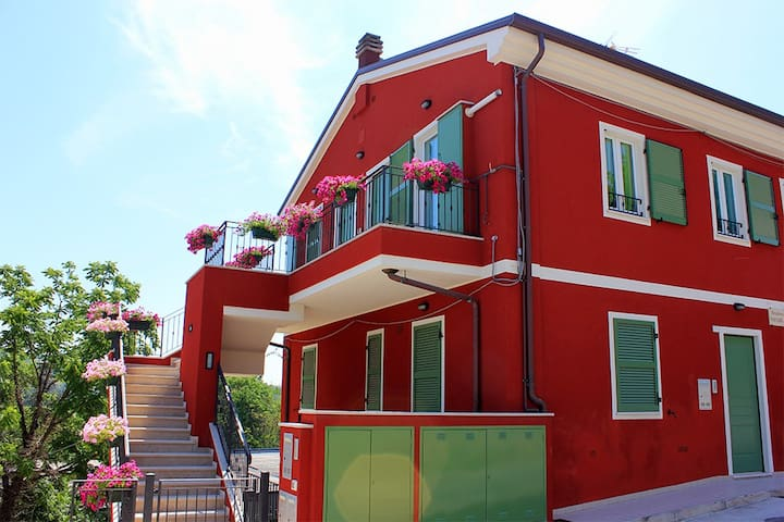 Appartamento con parcheggio privato - Borgaccio - อพาร์ทเมนท์