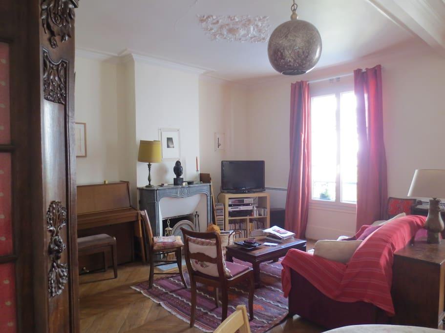 appartement d 39 artiste montparnasse appartements louer paris le de france france. Black Bedroom Furniture Sets. Home Design Ideas