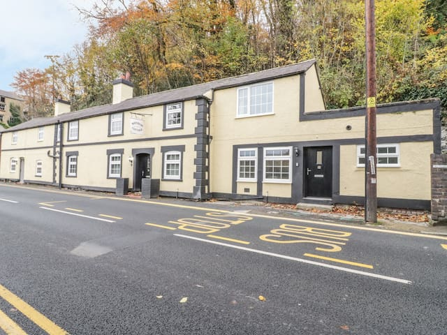 CATREF, pet friendly in Llangollen, Ref 982608