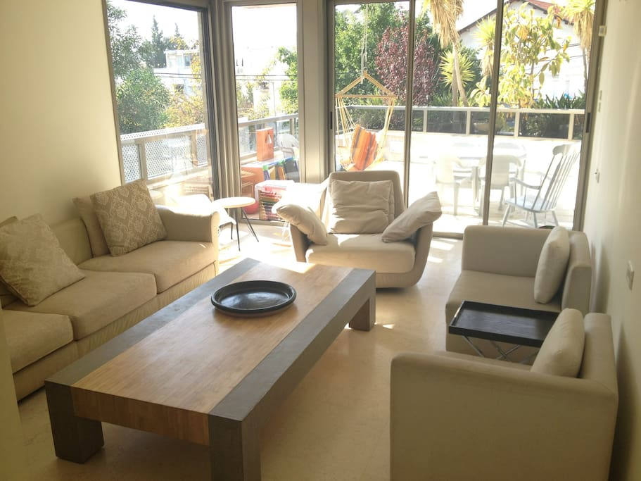 Sunny luxury garden 2BD apartment in Tel-Aviv - make you feel at home...