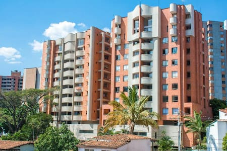 GREAT VIEW - WELL LOCATED - ENGLISH SPEAKING HOST - Medellín - Lakás