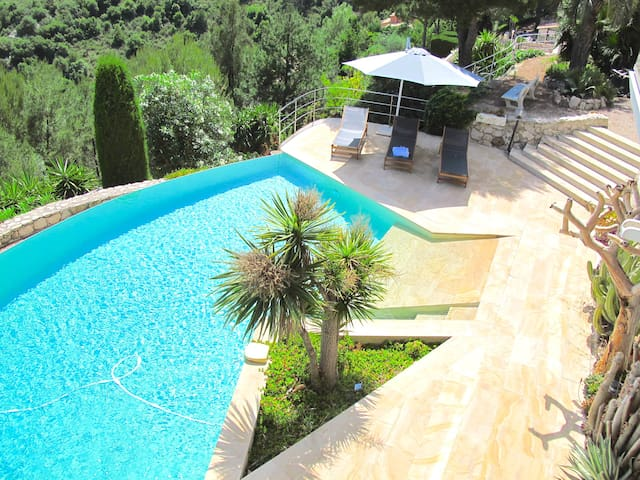 Spectacular Villa overlooking St Jean Cap Ferrat !