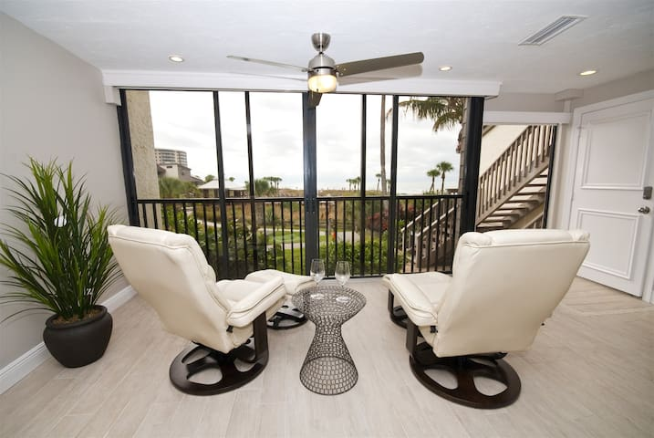 REZRentals - Siesta Dunes #4-6216A - Incredible 3 Bed / 3 Bath (Includes Lower Level Efficiency) Direct Gulf View !