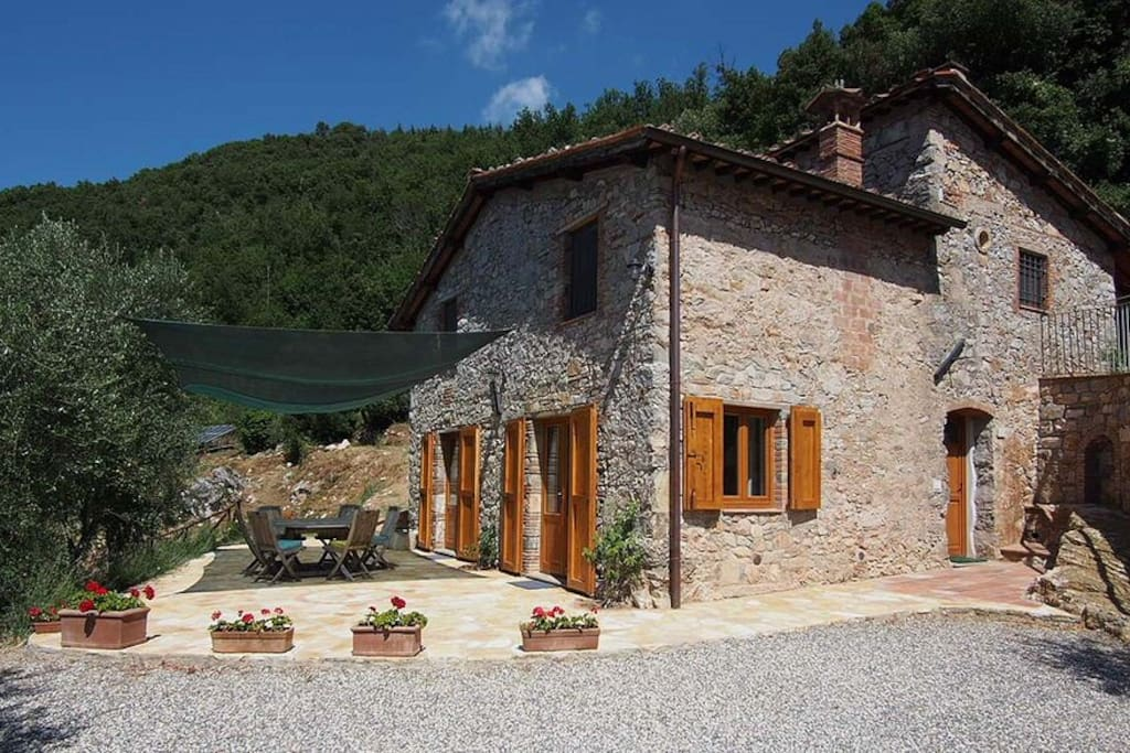 Farmhouse in countryside near lucca houses for rent in for Rent a house in tuscany