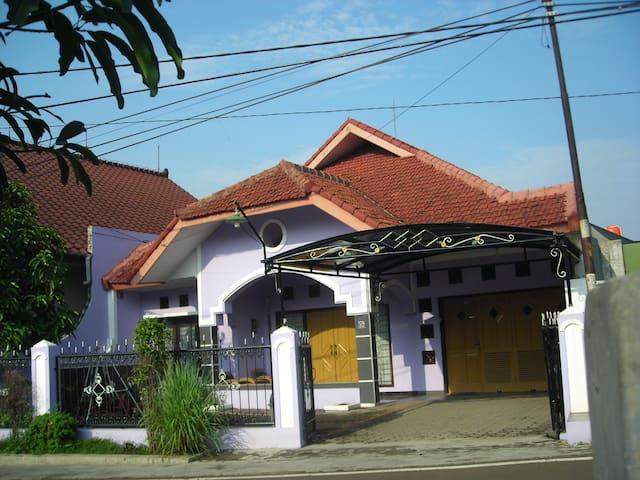 Sukaraja Guest House Bandung