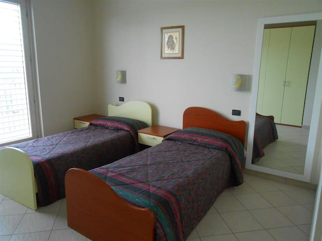 Double bedroom next to Caselle - San Carlo Canavese - Flat