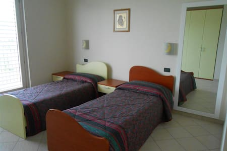 Double bedroom next to Caselle - San Carlo Canavese - Lägenhet