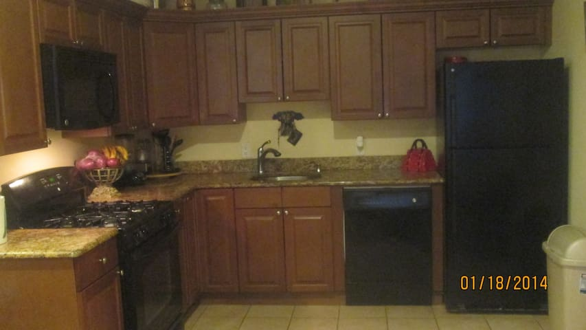 Gated Community Condo - Haledon - Apartment
