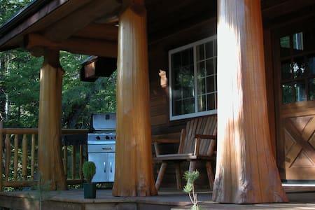 Private Rainforest Cottage w/ Hot Tub