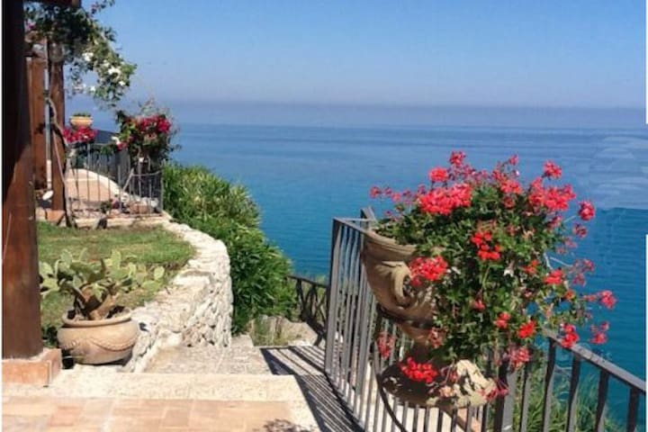 Villa with private sea access - Marina di Bordila - House