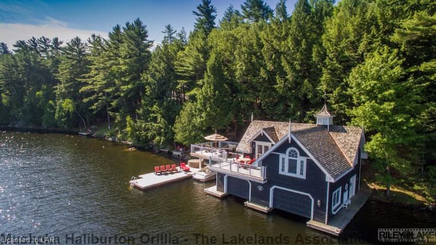 """Pinecrest"", the jewel of Lake Muskoka"