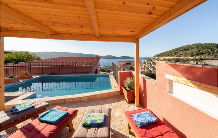 Holiday cottage with 2 bedrooms on 50m² in Vis
