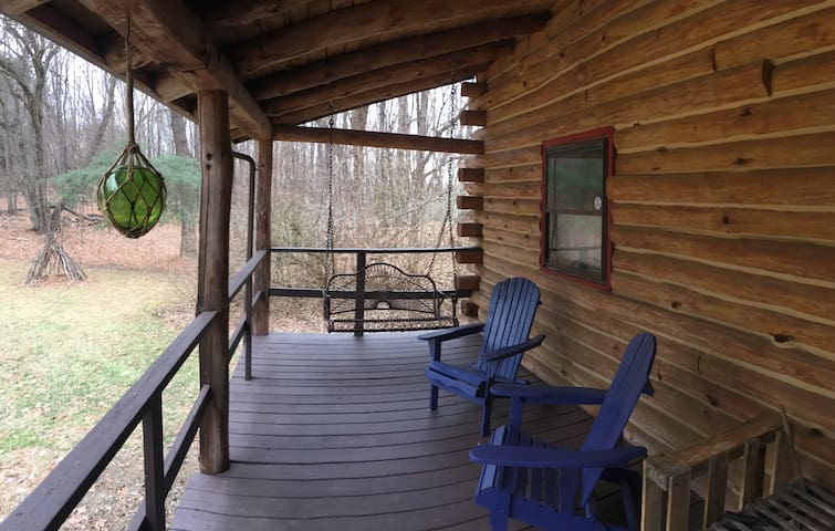 Upstate NY log cabin retreat - เรดฮุค