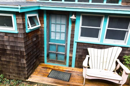 Small secluded cottage @ WH village - Falmouth