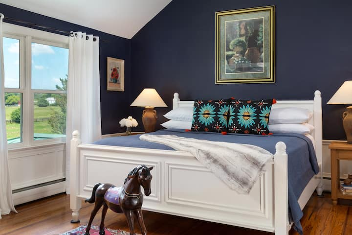 13-Matisse - Chic King Bed Room