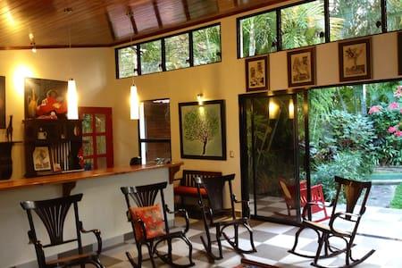 El Jardin del Artista - Managua - Dom