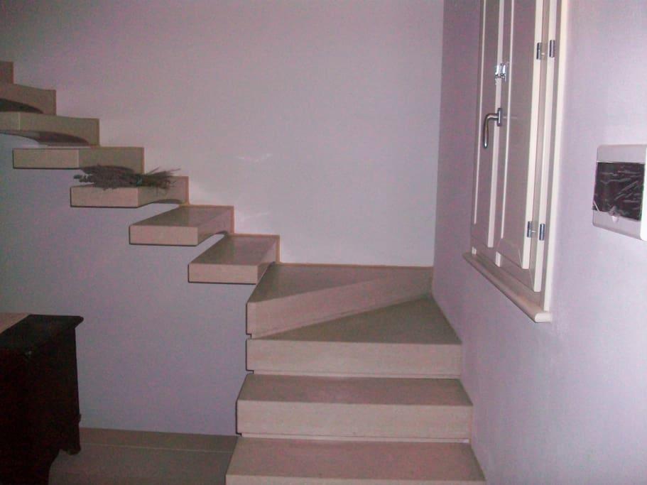 scala di passaggio dal soggiorno alla camera