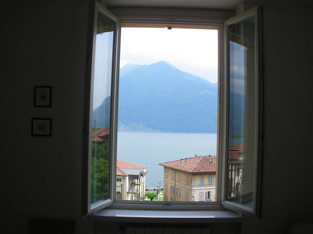 Apartment near the lake, wonderful view, lift...