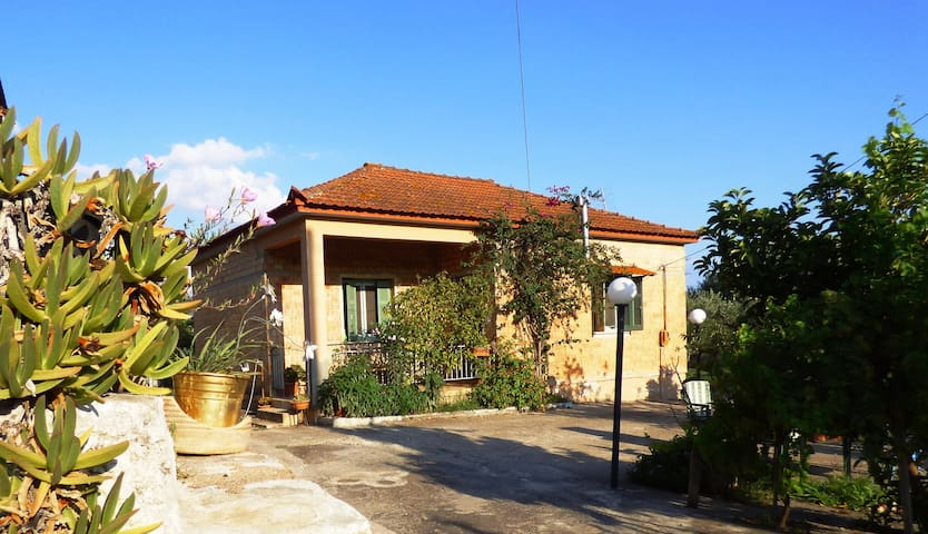 """Country house in the nature"" near to Anc. Messene - Valira - Huis"