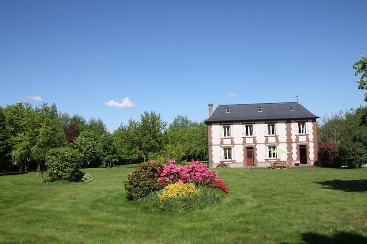 Cute cottage in a big park - Ocean 20 min - Toutainville - Huis