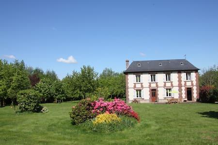 Maison de maître dans un grand parc paysagé - Toutainville - Casa