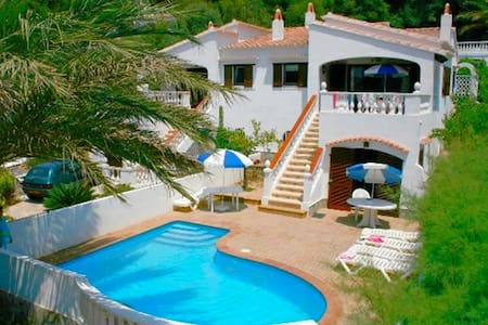 Villa with pool near the beach – Villa La Pau