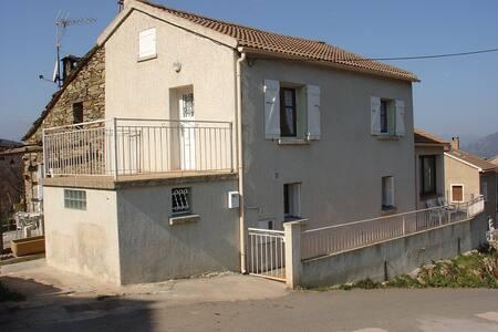 MAISON TOUT CONFORT AVEC VUE MAGNIFIQUE - Valle-di-Rostino - Casa