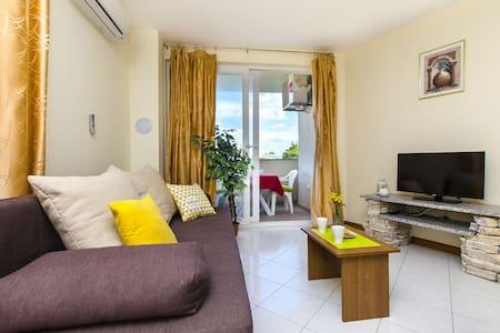 Appartement Au bord de mer, avec une chambre à coucher, à Privlaka (Zadar), Le balcon