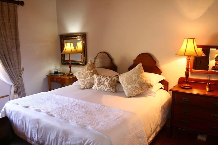 Ostrich Nest - Bedroom 1
