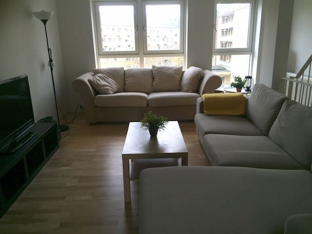 Bright little room in large CPH apartment