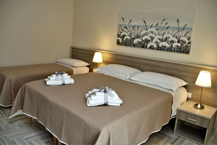 Camera da letto con terzo letto