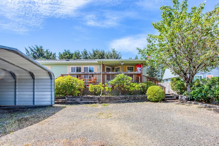 New Listing! Cozy home w/ firepit & enclosed yard - walk to the beach!